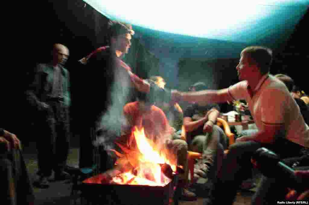 Лагерь в Химкинском лесу перед ночным рейдом