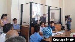 Судебное заседание по делу обвиняемых по инциденту со смертью сотрудника местного кафе. Актобе, 25 июля 2017 года.