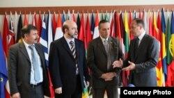 Ministri i Jashtëm i Kosovës, Enver Hoxhaj, ka pritur në një takim disa përfaqësues të opozitës siriane.