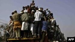 Архивска фотографија: Луѓе патуваат кон Дака на Светската муслиманска конгрегација во 2010 година.