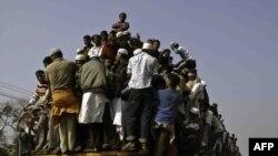 Bangladesh, turmë e myslimanëve në Bishwa Itjema, afër dakas, foto nga arkivi