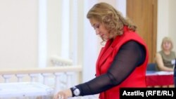 Гөлсинә Миңнеханова узган Дума сайлавында тавыш бирә