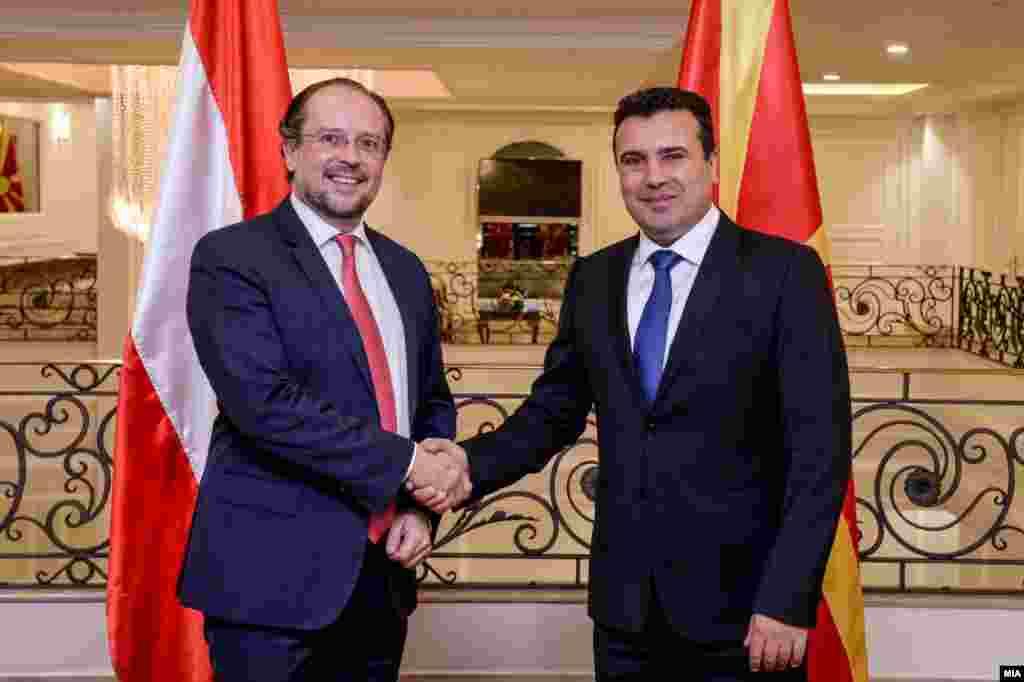 МАКЕДОНИЈА - Австрија упати порака со поддршка за проширувањето на ЕУ и за европските интеграции на нашата држава, соопшти владината прес-служба, по средбата на премиерот Зоран Заев со Александер Шаленберг, австрискиот сојузен министер за Европа, интеграција и надворешни работи.