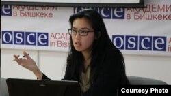 ЕККУнун Бишкектеги академиясынын кенже илимий кызматкери Яy Цз Ян.