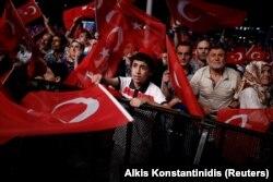Митинг сторонников президента Эрдогана в Стамбуле, июль 2016 года