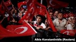 Эрдоганды жана өкмөттү колдогон демонстрация. Анкара, 20-июль, 2016-жыл.