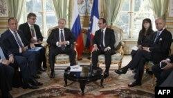 Ֆրանսիայի նախագահի ու արտգործնախարարի հանդիպումը Ռուսաստանի նախագահի և արտգործնախարարի հետ Ելիսեյան պալատում, Փարիզ, 2-ը հոկտեմբերի, 2015թ.