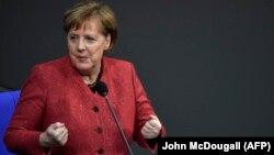 За словами Меркель, врегулювання ситуації в Україні й мирне вирішення конфлікту дуже важливе для Німеччини, як і продовження реформ
