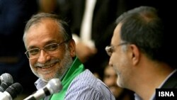 حسین مرعشی (چپ) در جریان مناظره انتخاباتی با علیرضا زاکانی/ چهارم خرداد ۸۸