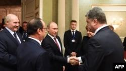Путин менен Порошенконун учурашуусу. Минск.
