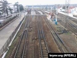 Після того, як Україна скасувала поїзди до Криму, сімферопольський вокзал спорожнів. 19 січня 2015 року