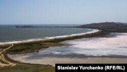Поселок Курортное и озеро Чокрак под Керчью