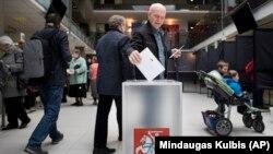 Pamja nga një vendvotim në Lituani.