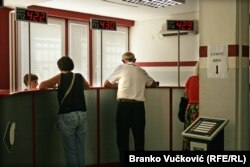 U Srbiji prema zvaničnim podacima trenutno ima oko 560.000 nezaposlenih (Na fotografiji Nacionalna služba za zapošljavanje u Kragujevcu)