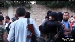 """Скриншот видео, размещенного в YouTube , котором рассказывается о """"переехавших в Сирию казахах""""."""