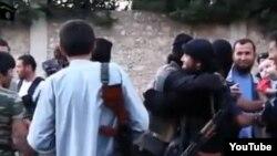 """Сирияға """"жиһадқа барған"""" қазақтар. (YouTube видеосынан скриншот)"""