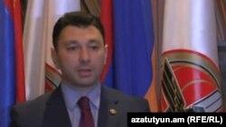 Вице-спикер парламента Армении, пресс-секретарь правящей Республиканской партии Армении Эдуард Шармазанов (архив)