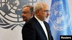 محمدجواد ظریف و پشت سر وی، آنتونیو کوترش، دبیرکل سازمان ملل.