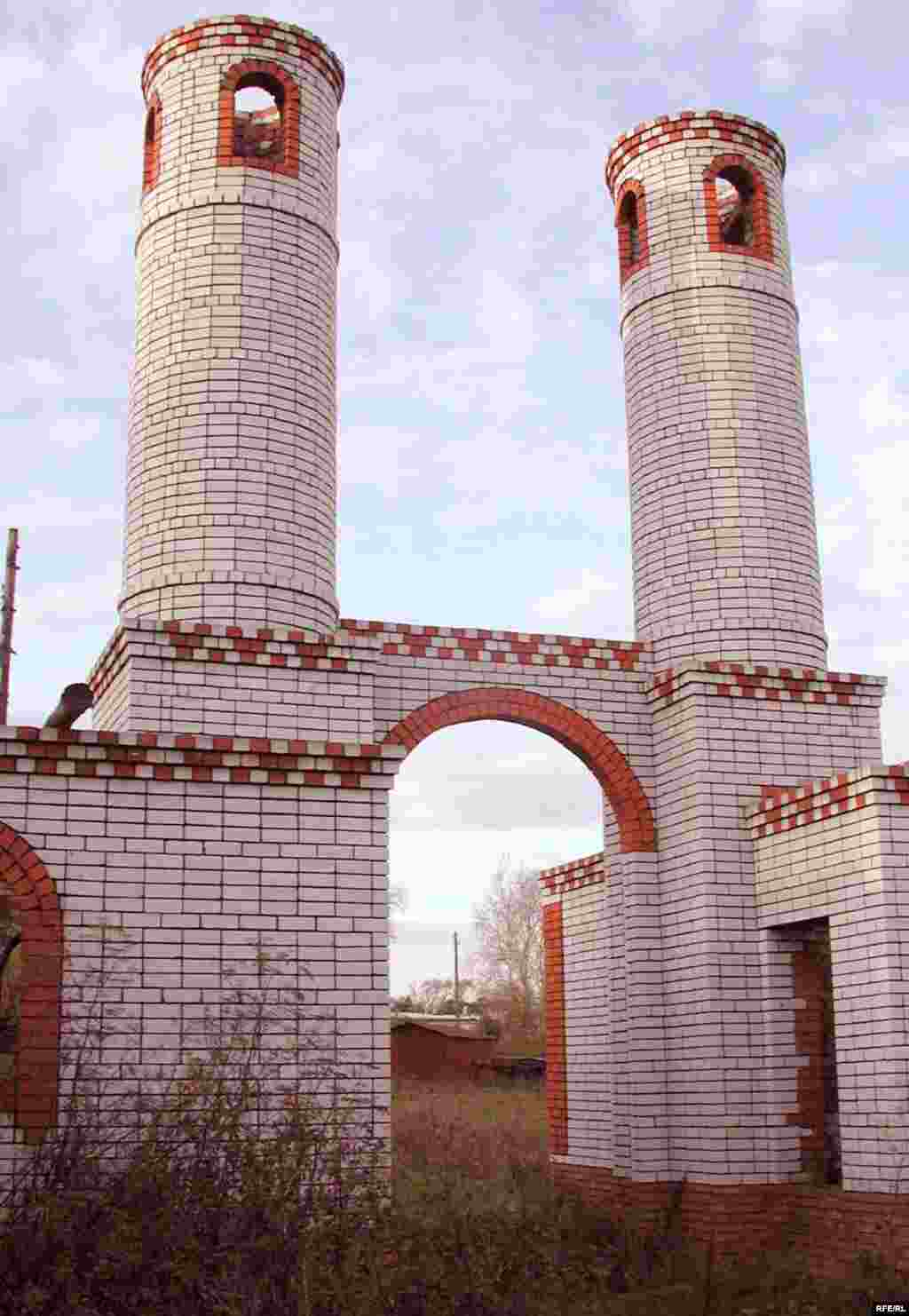 Каенлык авылында төзелеп ятучы мәдрәсәс комплексына керә торган капка