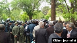 Police forces gathering near Khajou Bridge in the city of Isfahan, where farmers protested over water issues on Saturday April 07, 2018.