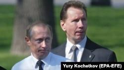Ресей президенті Владимир Путин мен сол кездегі күзет қызметінің бастығы (қазір Росгвардия басшысы) Виктор Золотов. 2004 жыл.