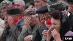 Украина -- Шайн къам махках даьккхина 70 шо кхачар дагалоцуш бу ГIирмера гIезалой, May 18, 2014