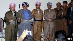Իրաք - Քրդական ինքնավարության առաջնորդ Մասուդ Բարզանին ելույթ է ունենում քուրդ աշխարհազորայինների հետ հանդիպման ժամանակ, Քիրքուք, 26-ը հունիսի, 2014թ․