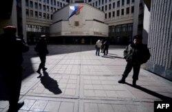 Российский флаг над зданием крымского парламента, 13 марта 2014 года