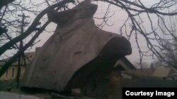 Статуя Леніна без голови, Кривий ріг, 11 січня 2014 року, фото Ріната Ковбасюка