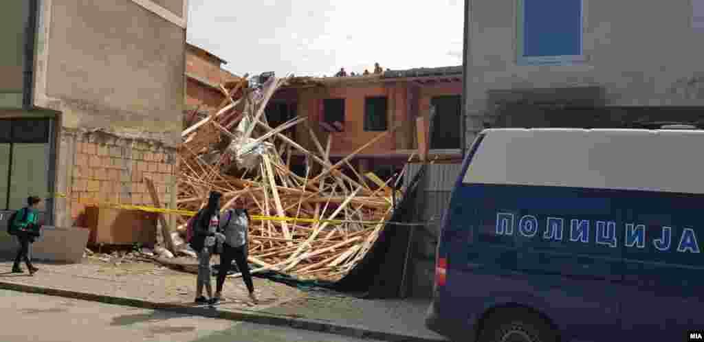 МАКЕДОНИЈА - Согласно акцискиот план и препораките на УНЕСКО, Општина Охрид почна со најавуваното уривање на дивоизградените објекти низ градот и долж крајбрежјето.