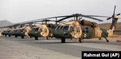 Американские вертолеты UH-60 Black Hawk на базе в Кандагаре (Афганистан)