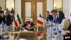 عکس مربوط به دیدار وزیر امور خارجه فرانسه با همتای ایرانی خود در تهران است.