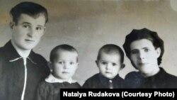 Наташа с мужем Иваном и сыновьями
