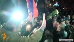 Լարված իրավիճակ, հրմշտոց ՀՀԿ գրասենյակի մոտ