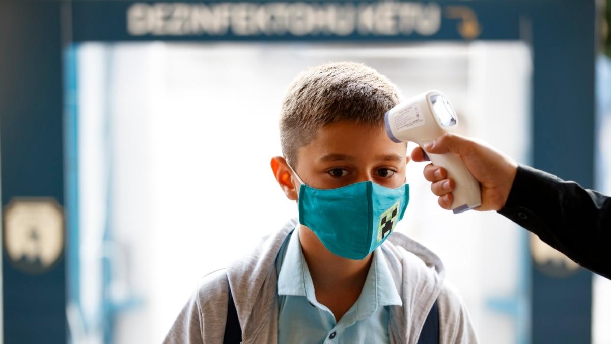 Маски могут защитить от COVID-19 даже лучше вакцину - главный эпидемиолог США