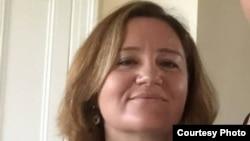 Doina van Tooren-Rotari este plecată de 20 de ani în Olanda și stabilită acolo cu traiul permanent, de 4 ani locueste cu famlia la Dublin/Irlanda.