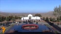 У Бішкеку відкрився меморіал Чингіза Айтматова
