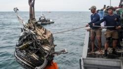 Индонезияда теңізге құлаған ұшақтың сынықтары мен адам денелері табылды