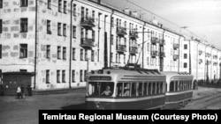 Трамвай на проспекте Ленина в Темиртау. 1959 год.