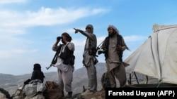 """Шекара маңын бақылап тұрған """"Талибан"""" тобы."""