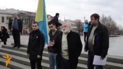 У Сімферополі мітингувальники вимагають відставки президента