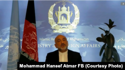 حنیف اتمر وزیر خارجه افغانستان در حال ایراد بیانیه به نشست شورای امنیت سازمان ملل متحد در مورد وضعیت افغانستان. ۰۱ سرطان ۱۴۰۰