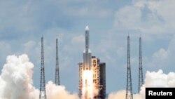 """Запуск космического зонда """"Тяньвэнь-1"""" к марсу, Китай, июль 2020 года"""