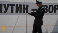 Пикет возле здания суда в Кирове