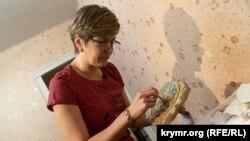 Ельміра Катакі, кримськотатарська вишивальниця