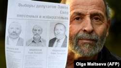 Boris Vishnevsky from the liberal Yabloko party had to run against two other candidates who had exactly the same name.