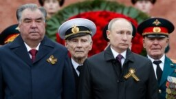Tajik President Emomali Rahmon (left) and Russian President Vladimir Putin (right) attend a ceremony at the Tomb of the Unknown Soldier by the Kremlin Wall on May 9.