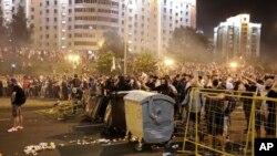 نیروهای امنیتی بلاروس با خشونت، معترضان در پایتخت مِنسک و شهرهای دیگر را پراگنده کردند.