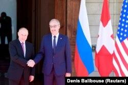 Vladimir Putin a ajuns primul la Geneva. Cu el, Președintele Elveției, Guy Parmelin.