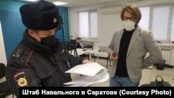 Дмитрий Цибирев в местном Штабе Навального перед акцией 23 января